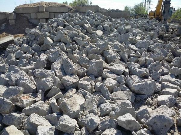 обломки бетона