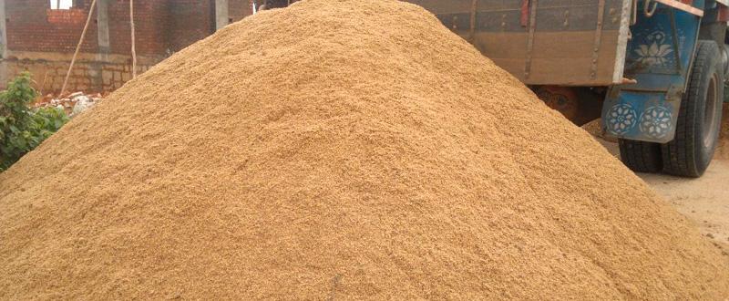 Речной песок фильтруется, а потому имеет небольшое количество примесей