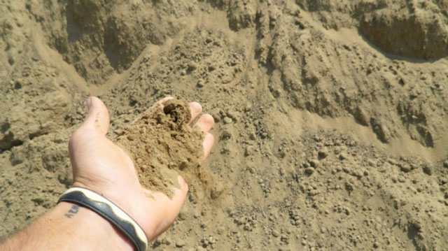 Супесь добывается в песчаных карьерах